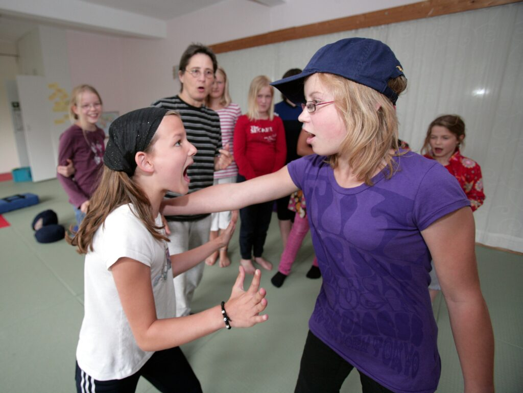 Selbstbehauptung und -verteidigung für Mädchen: WenDo!